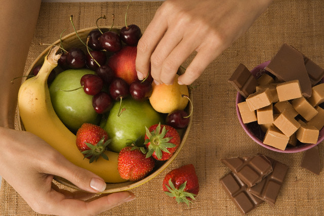 کاهش ولع خوردن شکلات با قدم زدن