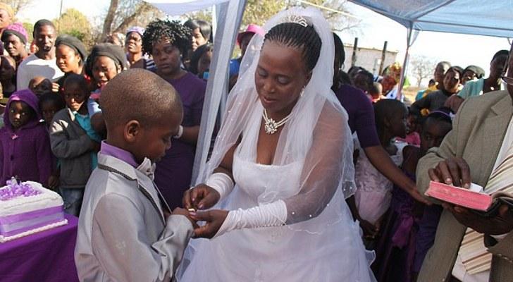 عروس پسربچه با خانم مسن در کنیا