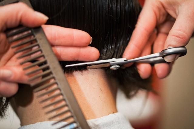 شیوه درمان طاسی موی سر و تعیین رنگ موهای جدید