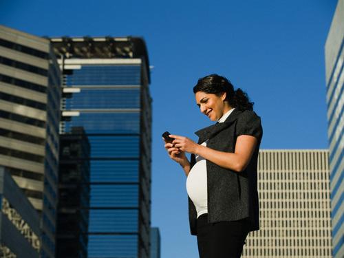 قرار گرفتن مادر در معرض امواج تلفن همراه در دوران بارداری می تواند موجب بروز بیش فعالی شود