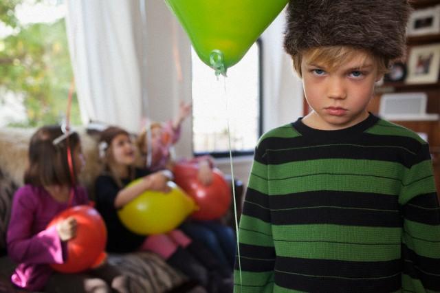 کودکان هنگام گرسنه و خسته شدن شلوغ می کنند