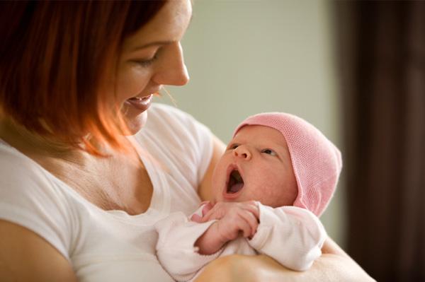 نقنقهای نوزادتان را سرسری نگیرید ! او قصد دارد با زبان بیزبانی به شما بفهماند كه مشكل یا خواستهای دارد