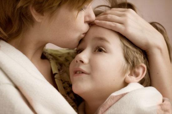 برای دور نگه داشتن کودکان از بیماریهای سرماخوردگی و آنفلوانزا در هوای سرد ، توصیه می شود که به طور روزانه به آنها ویتامین D داده شود