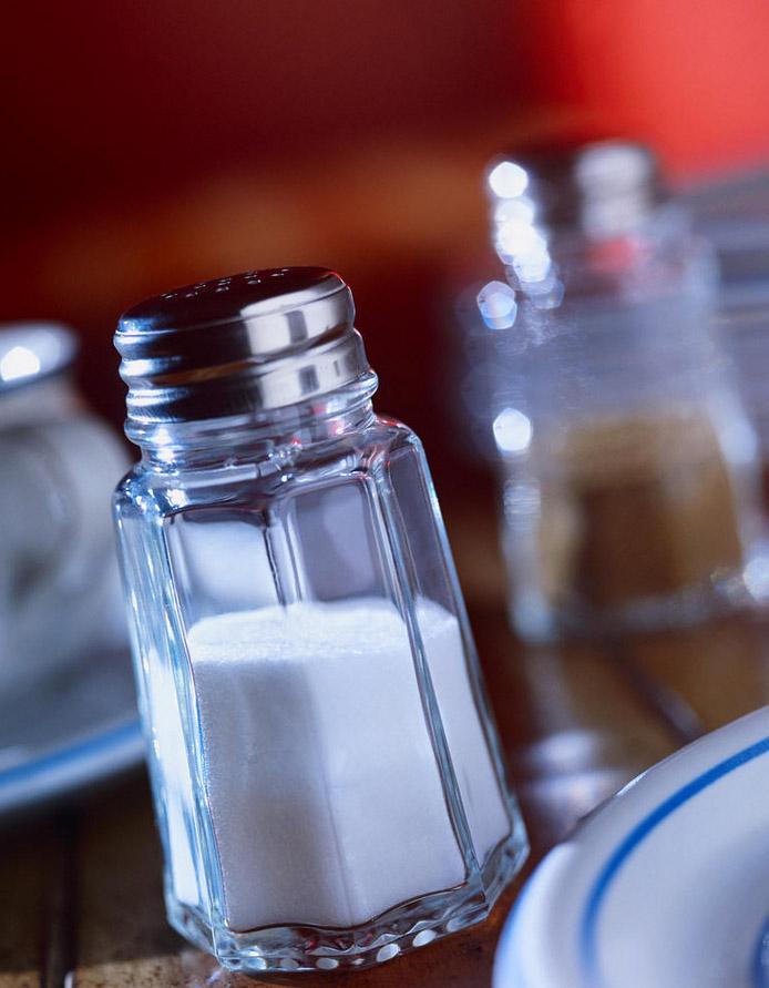 نمک موجود در غذا معده و بافت معده را تخریب می کند