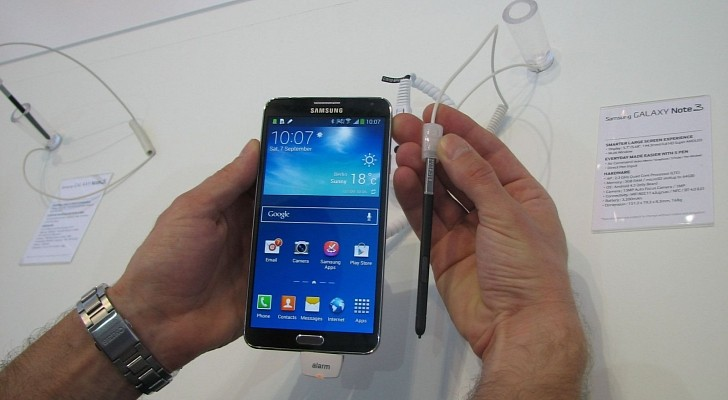 Samsung Galaxy Note 4 with Flexible Screen, Metal Body