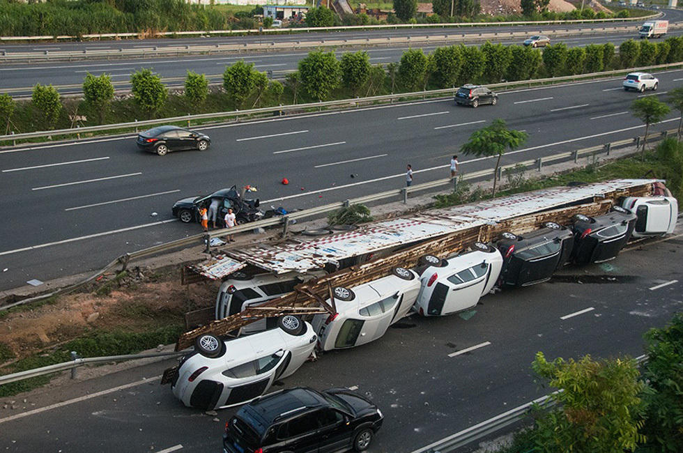 Truck Carrying 11 Luxury Cars Including Porsches, Maseratis, Crashes and Overturns in China